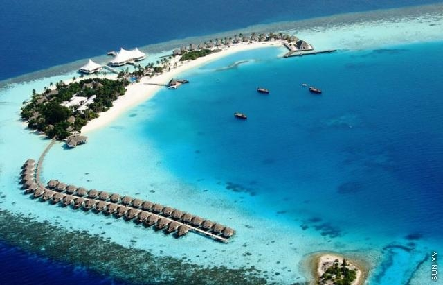 Chinese couple die while snorkelling